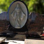 Как правильно заказать памятник и выбрать надгробие — несколько полезных советов
