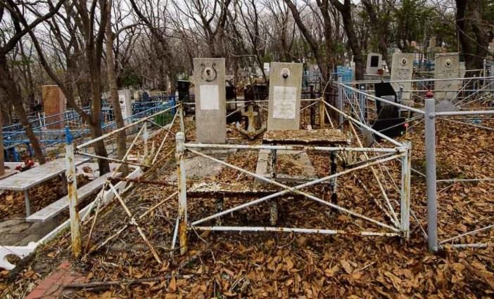 Уборка мусора на могилах