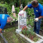Как правильно ухаживать за памятниками и надгробиями из гранита?